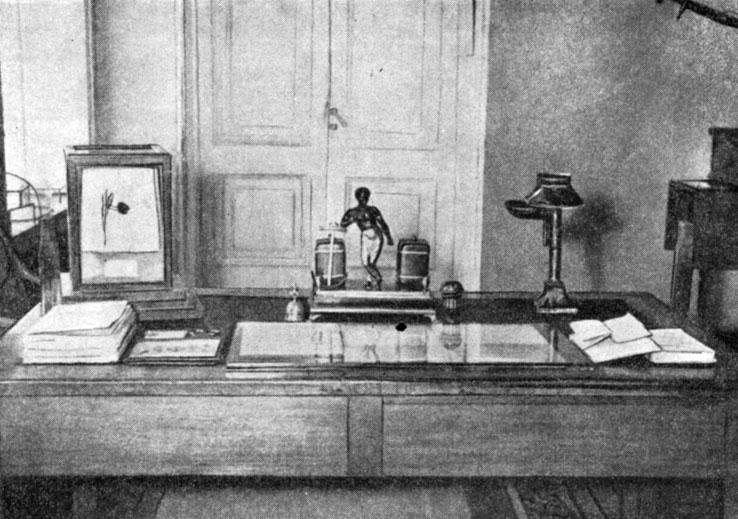 Письменный стол А. С. Пушкина. Фотография