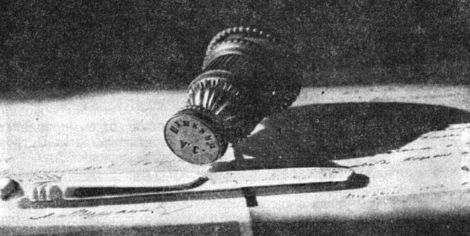 Печать и разрезной нож А. С. Пушкина. Фотография