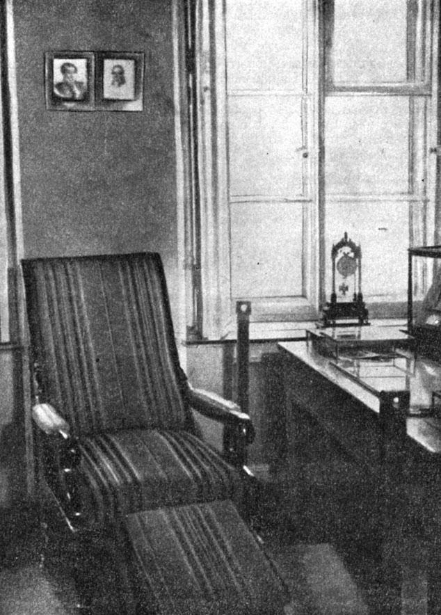 Любимое кресло А. С. Пушкина. Фотография